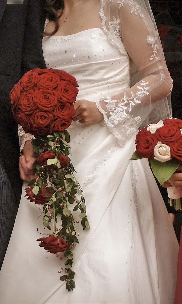 Dies ist ein schönes Hochzeitskleid für eine ältere Braut, weil es ein bisschen Haut zeigt, …   – * WEDDING Dresses for Older Brides