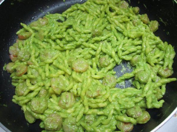 Ricetta Trofie al pesto di zucchine e gamberetti