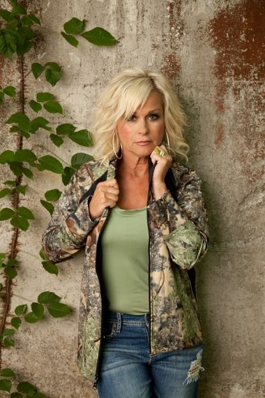 Nashville pro: Lorrie Morgan kicks off Hoover Library season with grace, glamour, grit.