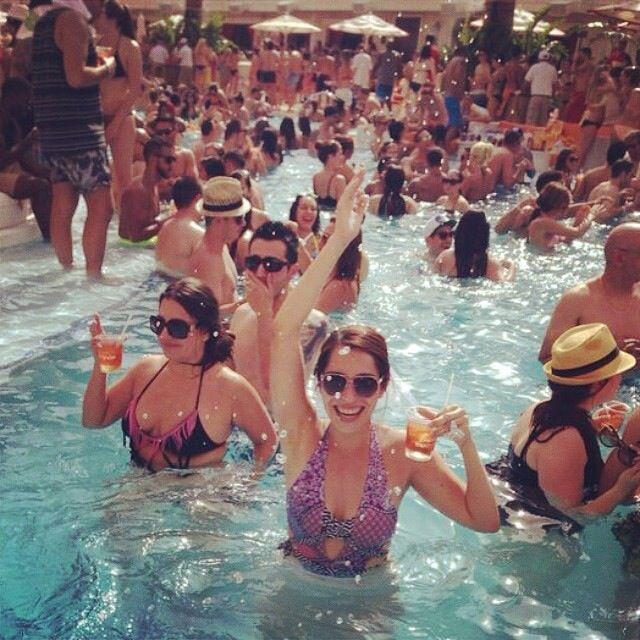 Bachelorette Las Vegas Encore pool party
