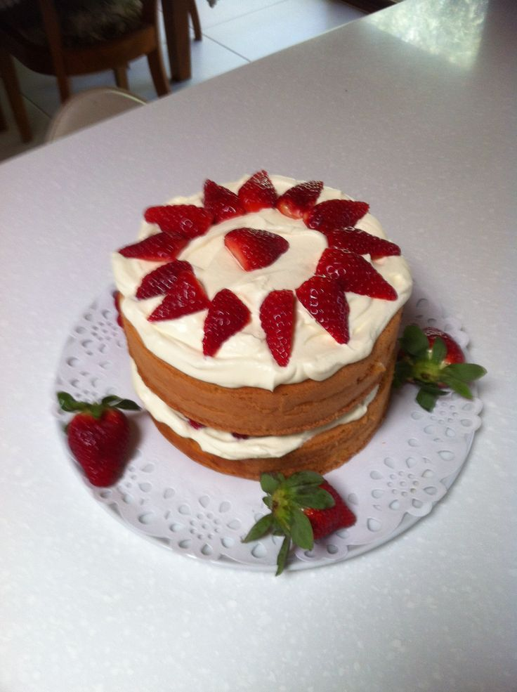 Victoria sponge with strawberries and cream