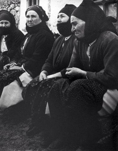 Greece,women from the islands,Kostas Mpalafas,Λεύκωμα: ΤΑ ΝΗΣΙΑ. ΚΩΣΤΑΣ ΜΠΑΛΑΦΑΣ