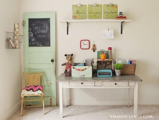vecchio tavolino come scrivania