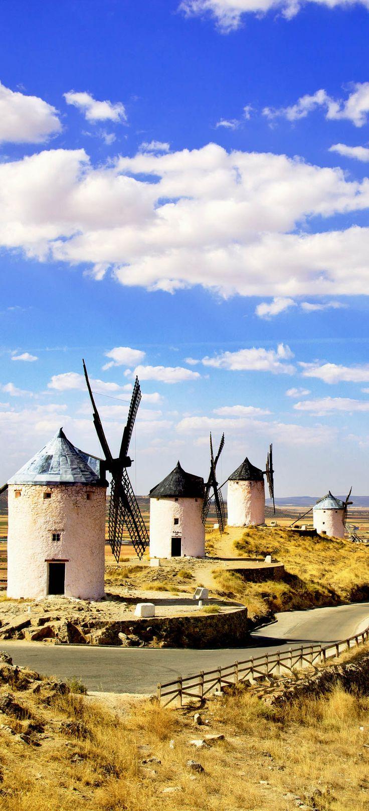 Molinos de viento en Castilla-La Mancha, la región vinícola más grande de España | 24 razones por las que España debe estar en su lista de cubo. Increíble no. # 10