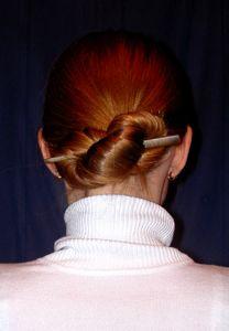 Infinitydutt; nur mit Haarstab gehalten