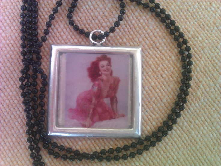Rock style pin up necklace