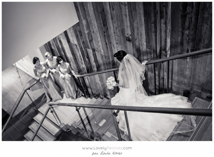 Lovely Peonies - Wedding photographer in Montreal - Bride and bridesmaids - Wedding at La Ferme hotel - Baie St Paul