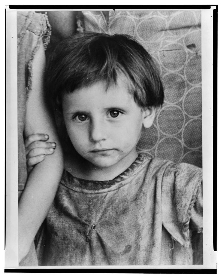 Laura Minnie Lee Tengle, daughter of Frank Tengle, Hale County Alabama by Walker Evans, Let Us Now Praise Famous Men