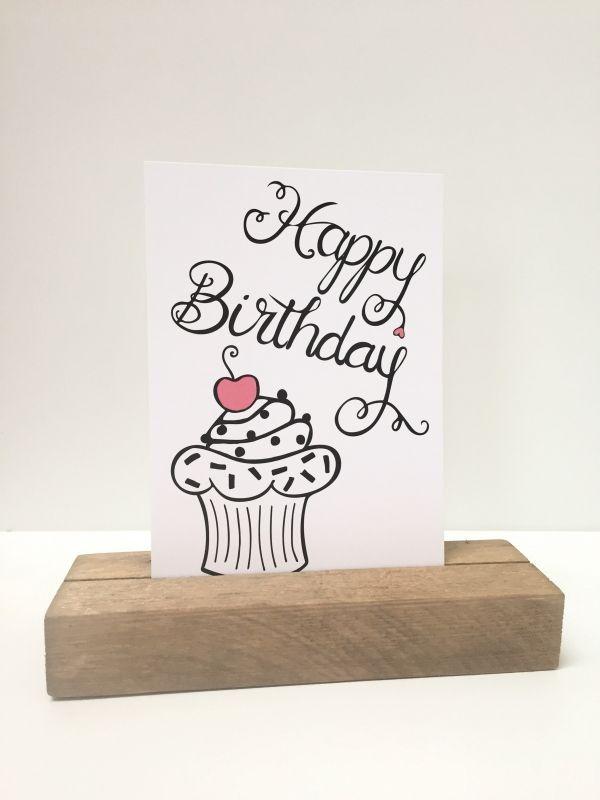 Happy birthday met cupcake is een leuke verjaardagskaart