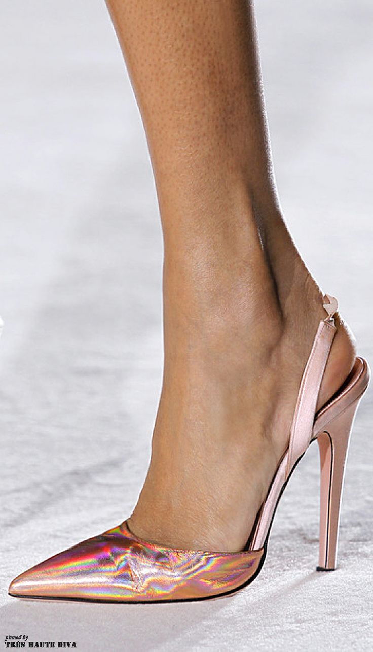 Giambattista Valli Spring 2014 Couture http://www.style.com/fashionshows/detail/S2014CTR-CDIOR