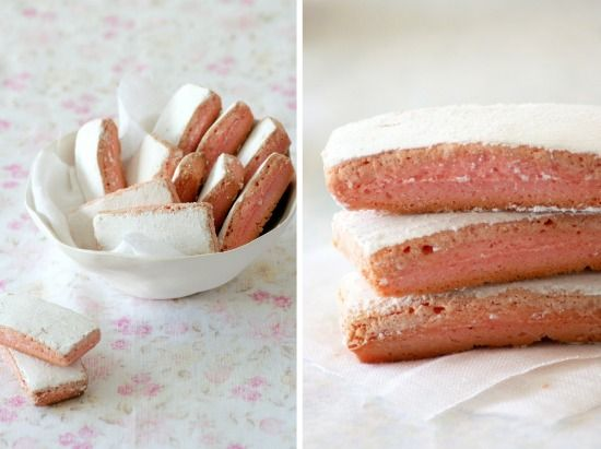 Ever tried these biscuits? kind of ladyfingers...they are sooo good! here the #recipe of roses de reim