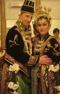 paes ageng kanigaran = paes ageng basahan + baju beludru  My journey...: Bedanya dandanan pengantin ala Solo & Jogja