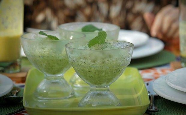 ½ melão cantaloupe (ou outro tipo de melão) 10 folhas de hortelã ½ limão espremido ½ xícara de suco de maçã