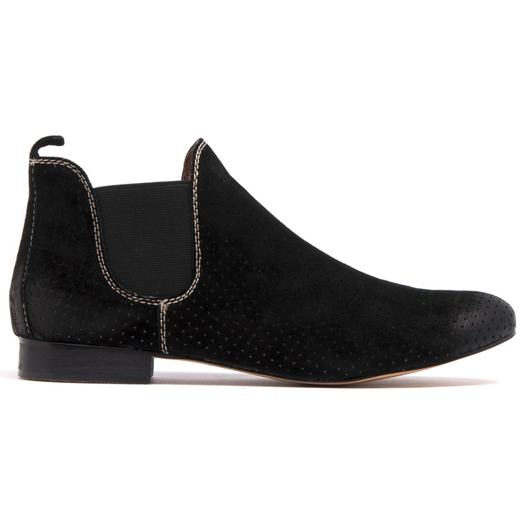 GLOBAL- Made with soft suede and leather lining. Heel height of 2cm.