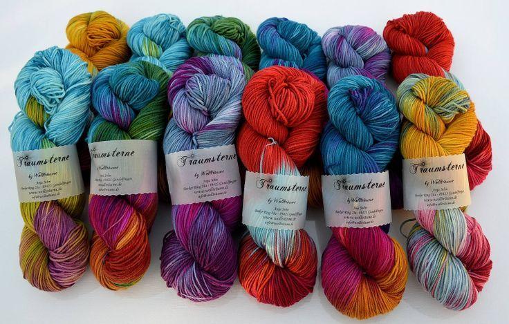 Meine absolute Lieblingswolle, wenn es um handgefärbte Wolle geht. Unikate von Wollträume in den Qualitäten Sockenwolle, Merino High Twist und vielen mehr