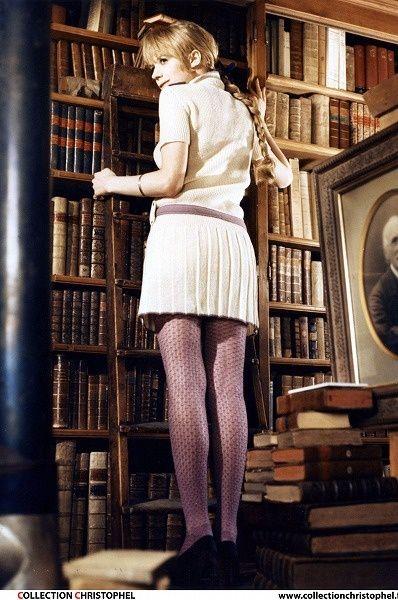 【ELLEgirl】映画の中で見せた上品ワンピ姿|【FASHION ICON】vol.12 マリアンヌ・フェイスフルに学ぶ''60sブリットガール・スタイル |エル・ガール・オンライン