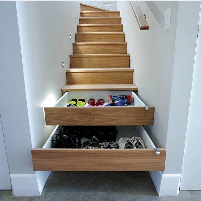 Une idée de génie... Les tiroirs sous l'escalier ! Une astuce qui vous apportera un gain de place important!