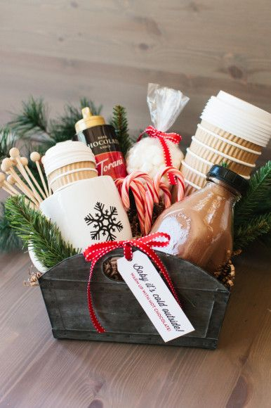 15 Crafty Christmas Hamper Ideas #christmas #hamper #craft                                                                                                                                                                                 More