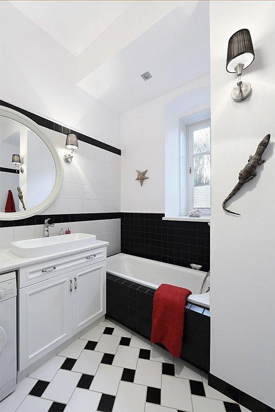b&w classic bathroom