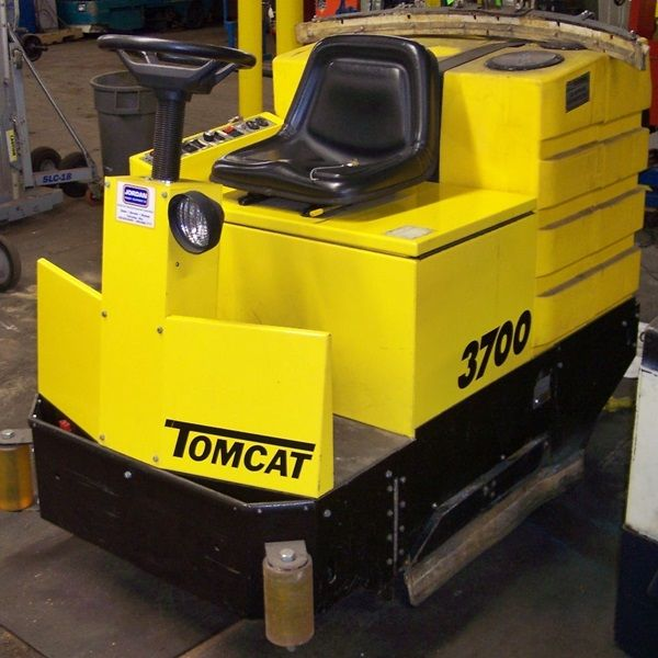 Used tomcat 3700 floor scrubber i think this will do it for Floor zamboni