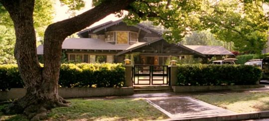 I love craftsman style homes. This particular home was featured in the movie Monster-In-Law with Jennifer Lopez.