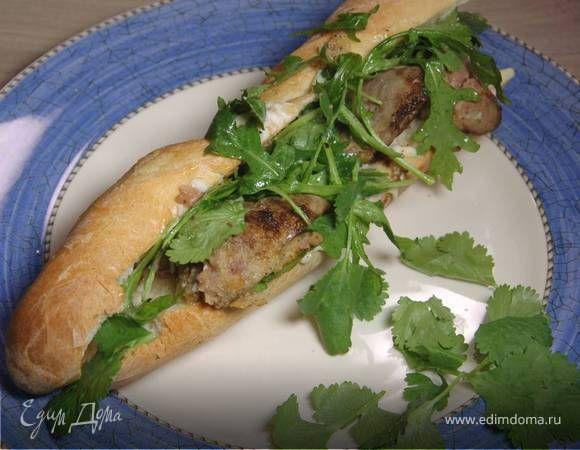 Сэндвич с куриной печенью . Ингредиенты: мука, багет мини, куриная печень