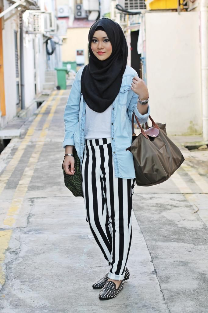 I love the denim, stripes, and studs! #hijab