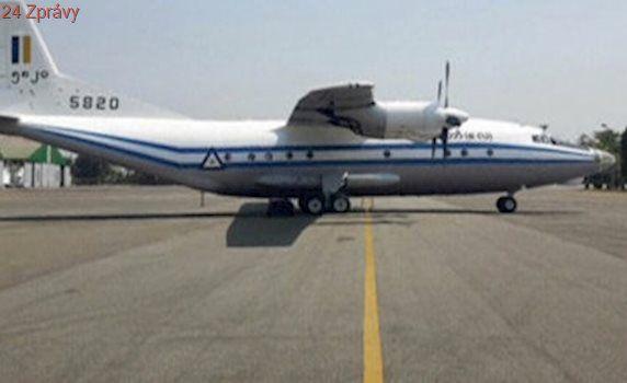Barmská armáda našla trosky ztraceného letadla i první těla. Cestujících bylo 122