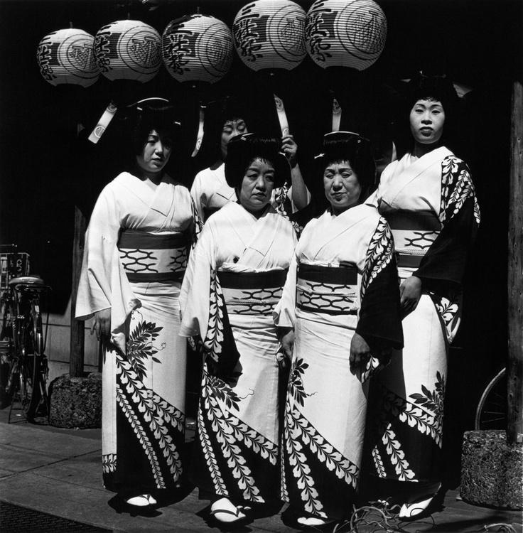 Asakusa, Tokio, 1977 by Issei Suda