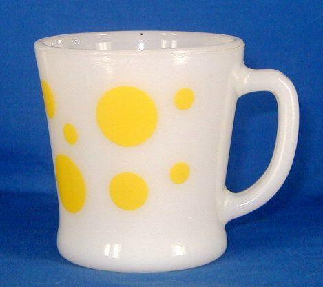 Fire King mug. Yellow dots. Tasse Fire King.