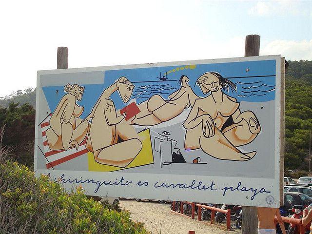 Spiagge per nudisti: guida verso le mete preferite in Italia per gli amanti della natura dove poter passare una vacanza in totale libertà.