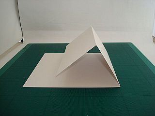 Easel card tutorial with link to templates for 5 types of easel cards.Easel Cards, Cards Ideas, Cards Scrapbook, Cards Folding, Creative Tutorials, Cards Shape, Paper Crafts, Card Tutorials, Cards Tutorials