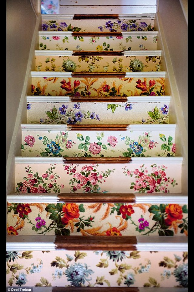 Beautiful floral stairs | Sarah Moore Vintage: Ideas, Stairs Risers, Floral Wallpapers, Shabby Chic, Wallpapers Stairs, Interiors Design, Vintage Floral, House, Staircas