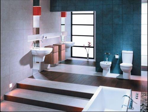 Dojście do części kąpielowej mogą wyznaczyć szerokie, podświetlane schody.