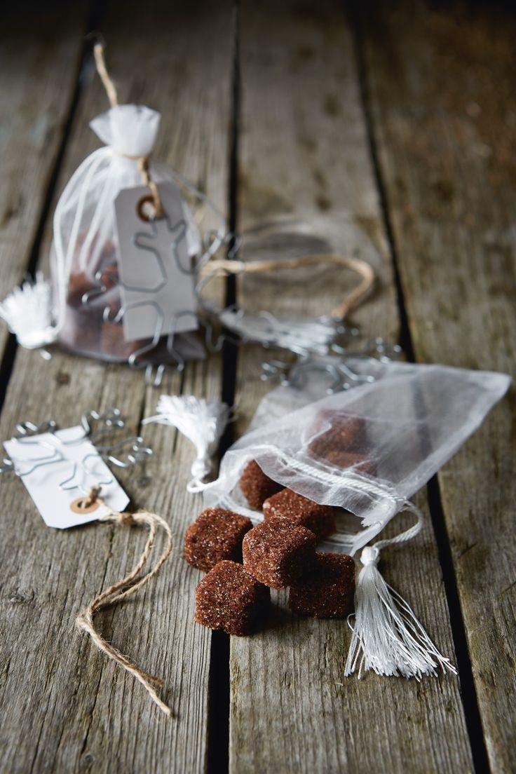 Hledáte ideální dárek pro muže? Lámete si hlavu, jak udělat radost tchyni nebo jakou drobnost přinést na návštěvu? Máme tipy na jedlé dárky! Tohle je recept na kávové kostky.