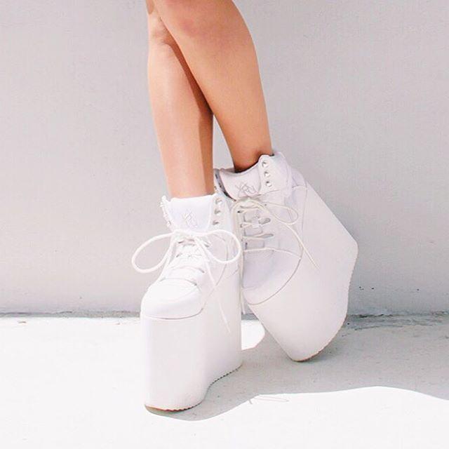 Love my shoes Feel high☁️☁️☁️☁️☁️☁️☁️ @y.r.u #yru
