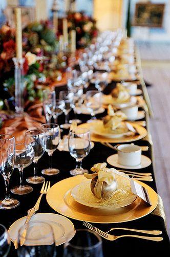 Il Natale è passato ma un tocco d'oro illumina sempre la tavola.