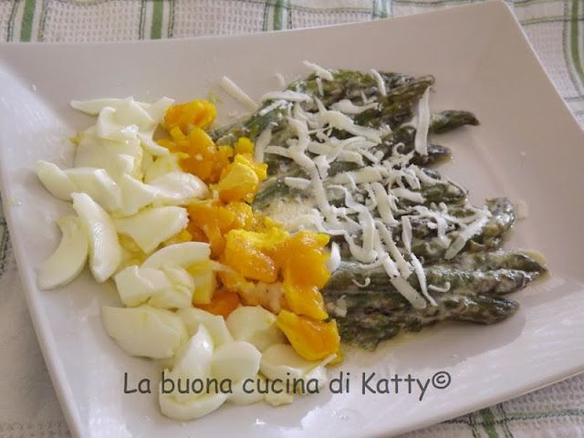 La buona cucina di Katty: Asparagi con la panna e mimosa di uova
