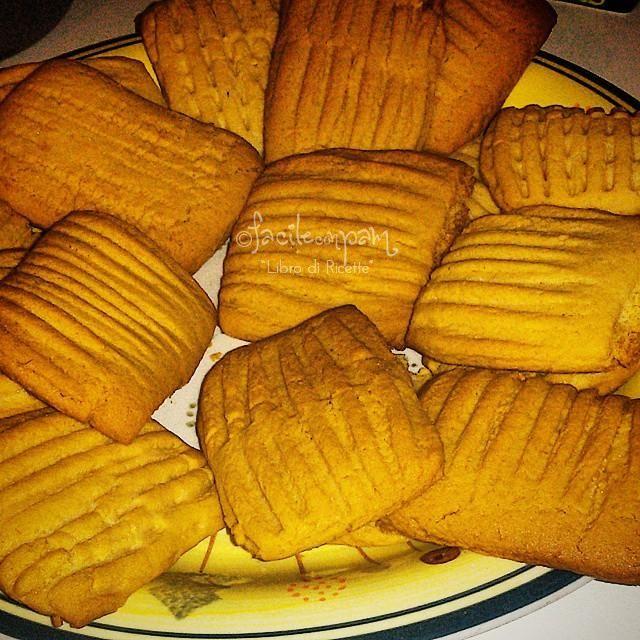 la ricetta per preparare i biscotti simil rigoli, sono semplici, veloci e buonissimi...non potrai più farne a meno, provali anche tu!!!