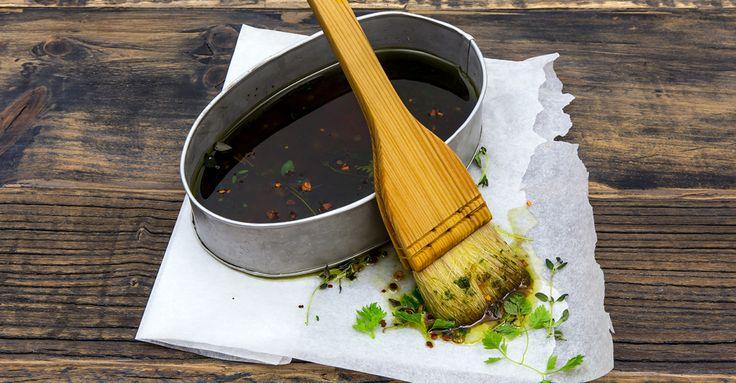 Sätt extra fin smak på fisken! Gör en god marinad med smak av schalottenlök, fänkål, örter, Fiskfond, japansk soja, vinäger, råsocker, salt & peppar.