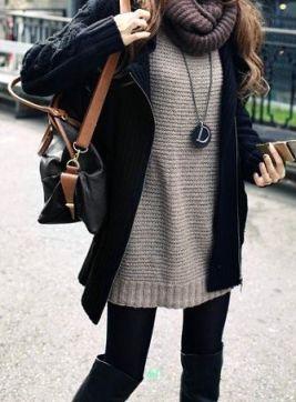 Blusa longa de lã, legging e botas.