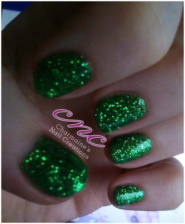 Gorgeously festive #nails by Charmaines nails CNC @charmaineodam (facebook) using #Emerald #lecente #glitter with a dusting of #lunar #stardust over #lushtropics #lovelecente