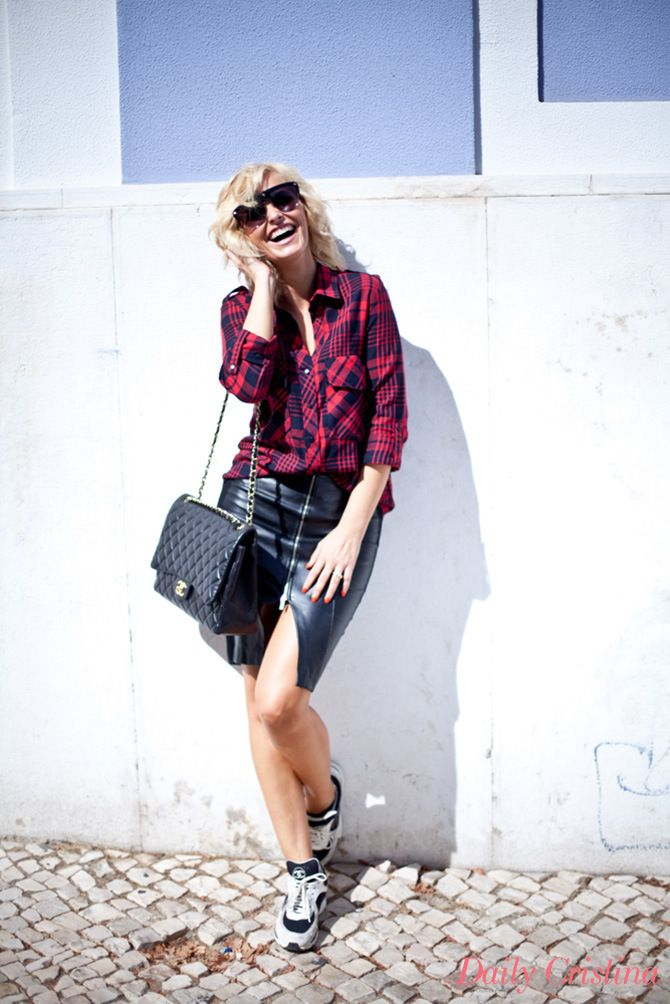Look Saia e camisa | ZARA Ténis e mala | CHANEL