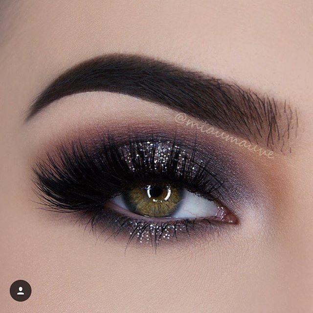 Olhos - sombra preto com glitter. Clique para ver os créditos da imagem.