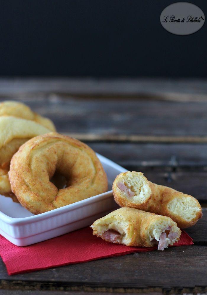 Ciambelle di patate salate con prosciutto e formaggio