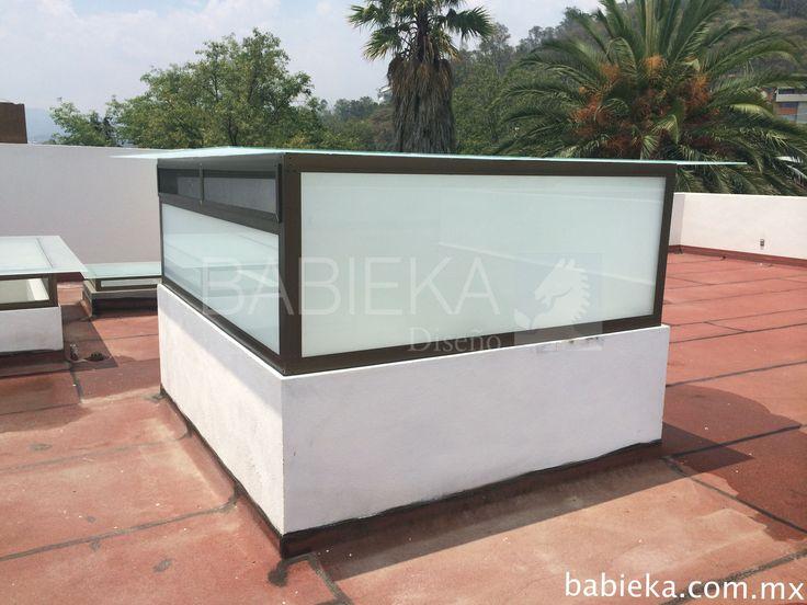 Domo de mantenimiento para elevador en aluminio y cristal con puerta de acceso. www.babieka.com.mx