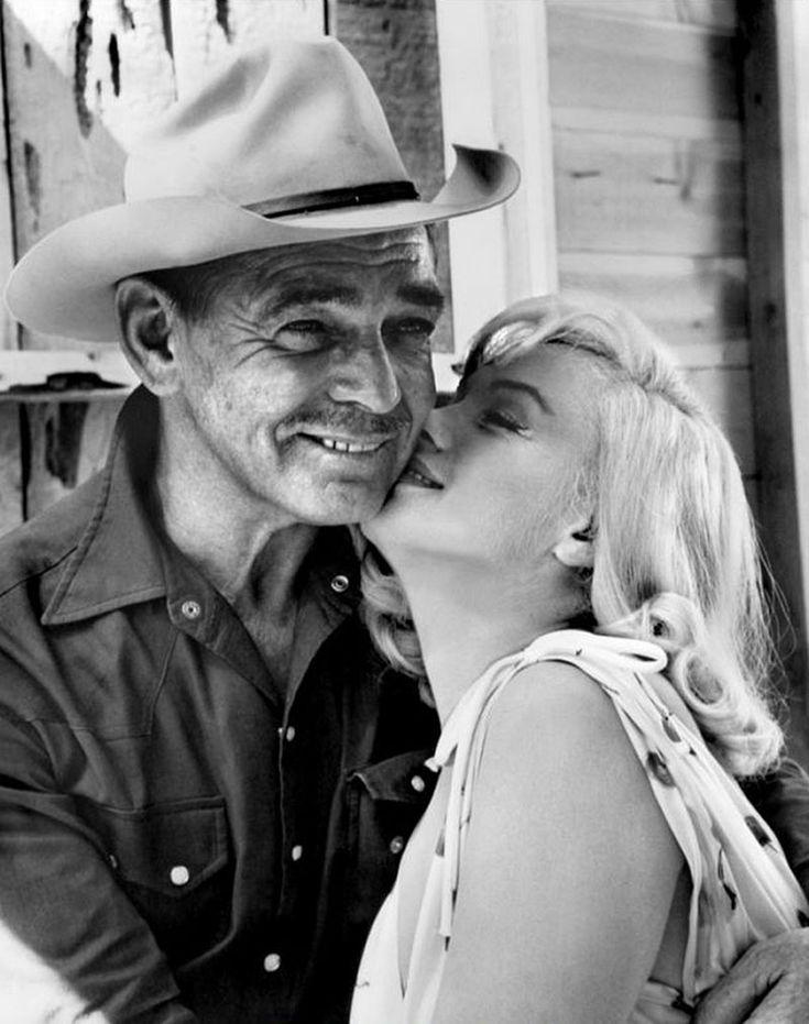 """Clark Gable y Marilyn Monroe en el rodaje de """"Vidas Rebeldes"""" (The Misfits), 1961"""