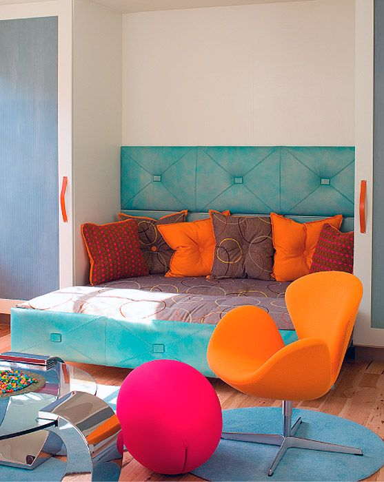 great use of colors orange and blue by designer mary anne smiley