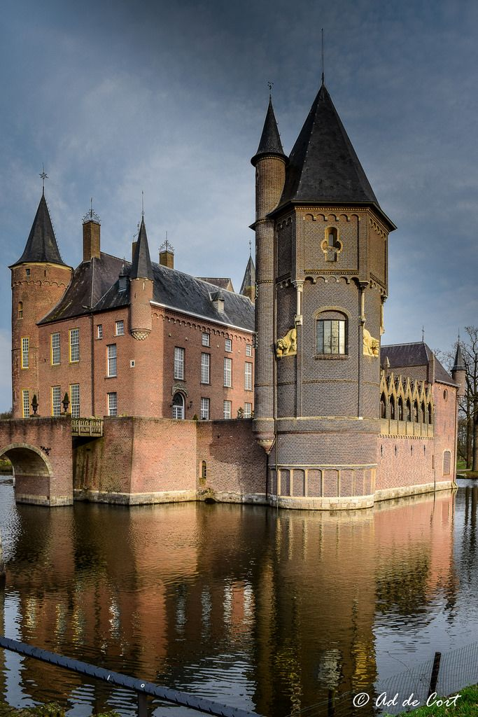 Heeswijk Castle (Dutch: Kasteel Heeswijk) is a former moated castle near Heeswijk in the Dutch province of North Brabant. Originally built in the 11th century, the castle was restored in 2005. The original castle consisted of a motte erected in 1080. During the subsequent centuries this motte was reduced and in its place a castle was built. Heeswijk Castle has played a crucial role in the history of the Netherlands. Around the year 1600 Prince Maurits twice failed to take the castle…