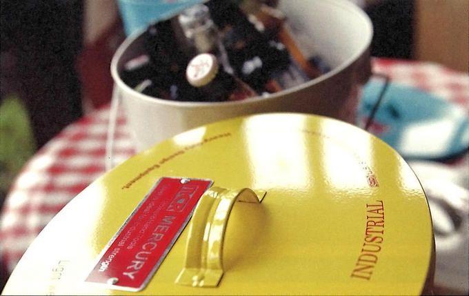 「MERCURY(マーキュリー)」7   ビールやワインなどのボトルクーラー、ごみ箱としても◎。自由な使い方が楽しめます!